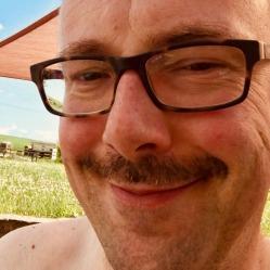 Matthias hat seinen geliebten Bart zu einem Oliba gestutzt.